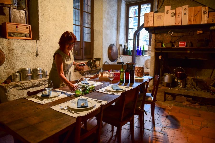 Cristina Albertoni, Cadenazzo, TI - The house of secrets