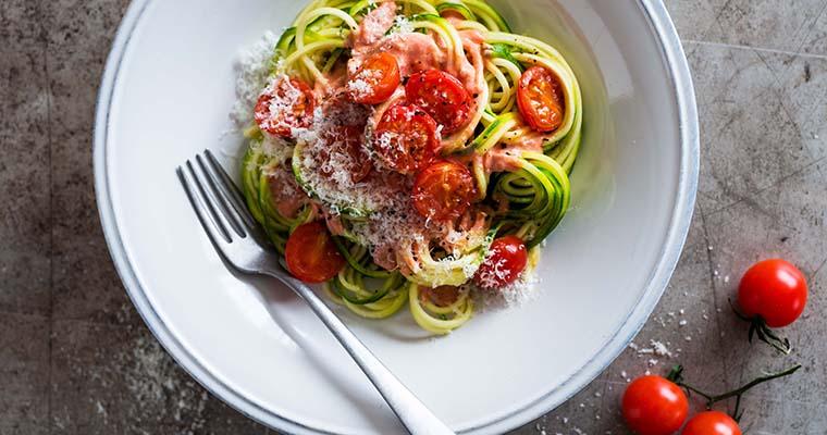 Gemüsenudeln aus Zucchini & Co.